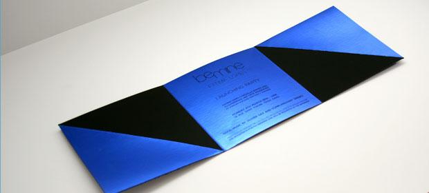 dorure à chaud bleue sur papier Plike noir