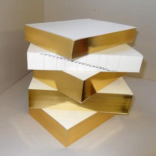 livre avec dorure or sur la tranche