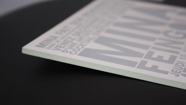 Carton d'invitation avec contre-collage et dorure argent
