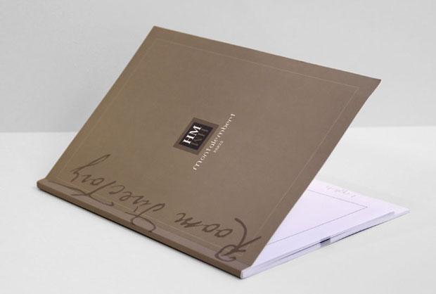 Brochures dos carré-collé
